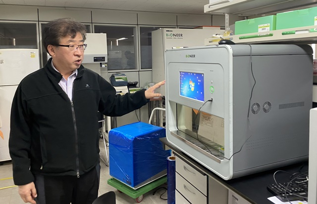 CEO Park Han-oh contributed to laying the foundation for domestic PCR diagnostic equipment by choosing to start a business 28 years ago in the postdoctoral course at MIT and at the start-up crossroads.  CEO Park revealed that he is focusing on the final study of diagnostic equipment that can be diagnosed directly in the field. <Photo = Reporter Gil Ae-kyung>