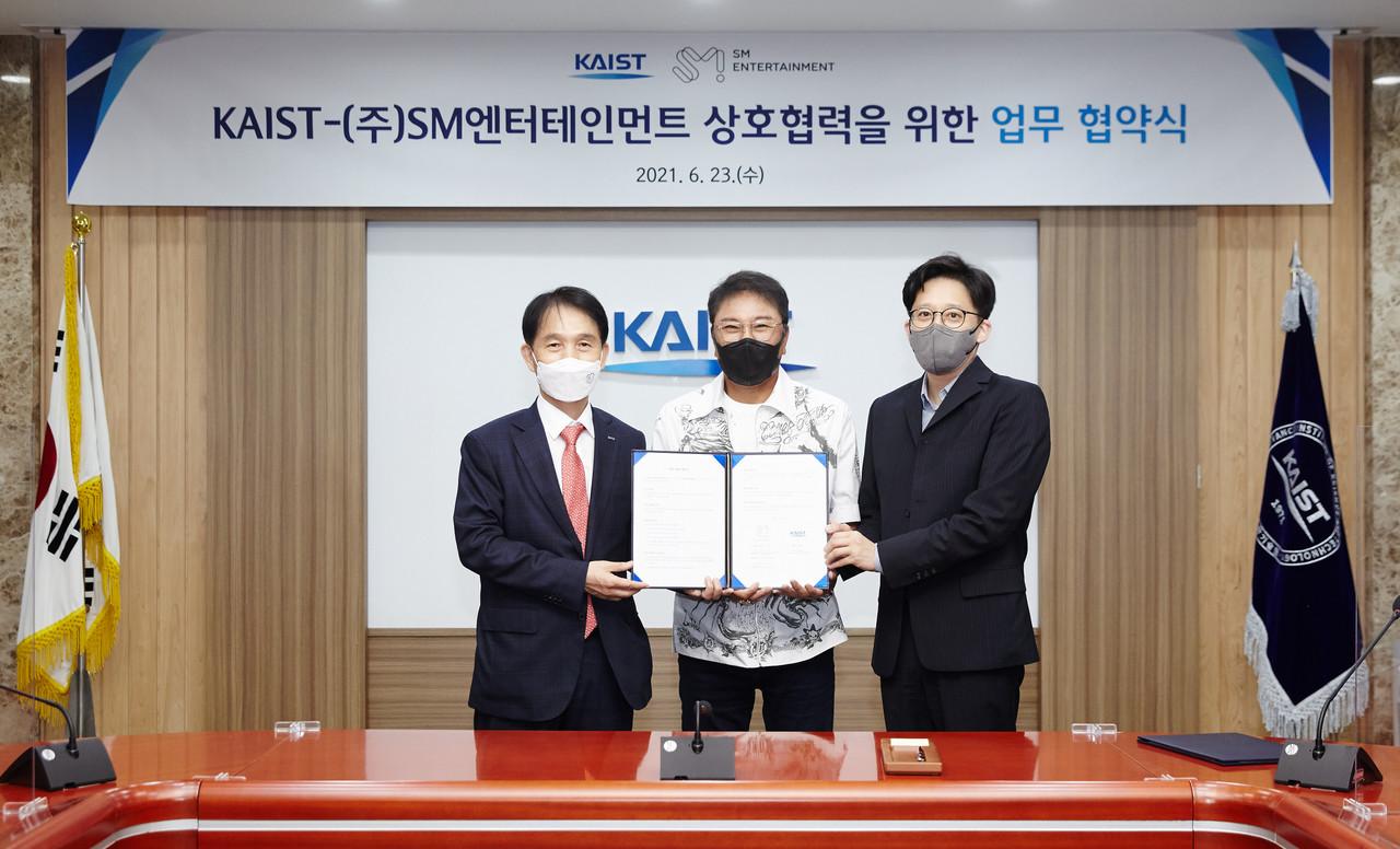 KAIST-SM Entertainment agreement ceremony. [사진=KAIST 제공]