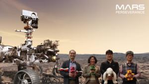 """""""화성 행 티켓, 화성에서 찍은 사진""""은 우주 탐사에 대한 열정을 불태 웁니다."""